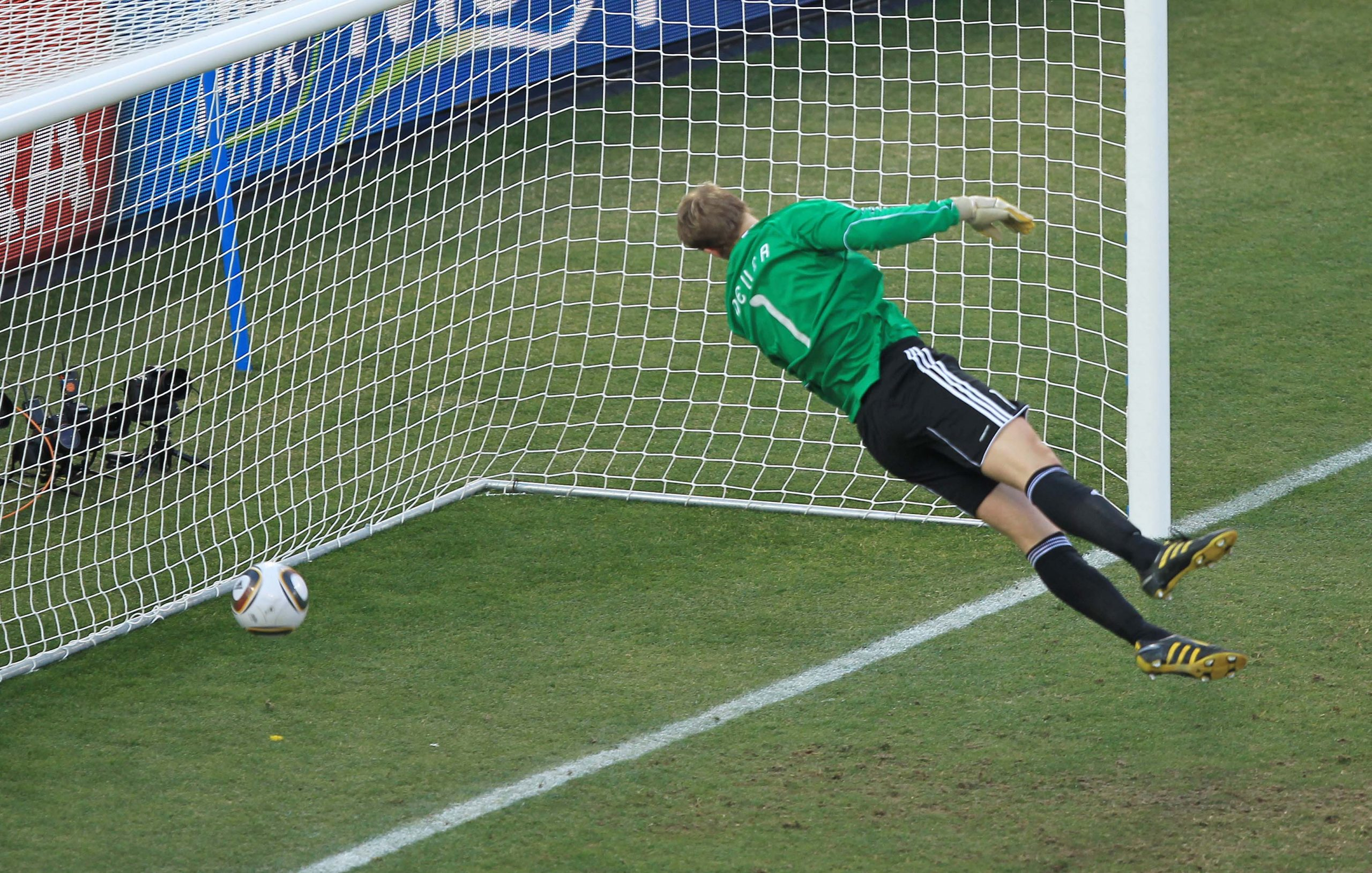 Germany v England FIFA World Cup Second Round - South Africa 2010 England's Frank Lampard Manuel Neuer Lampard Nojer