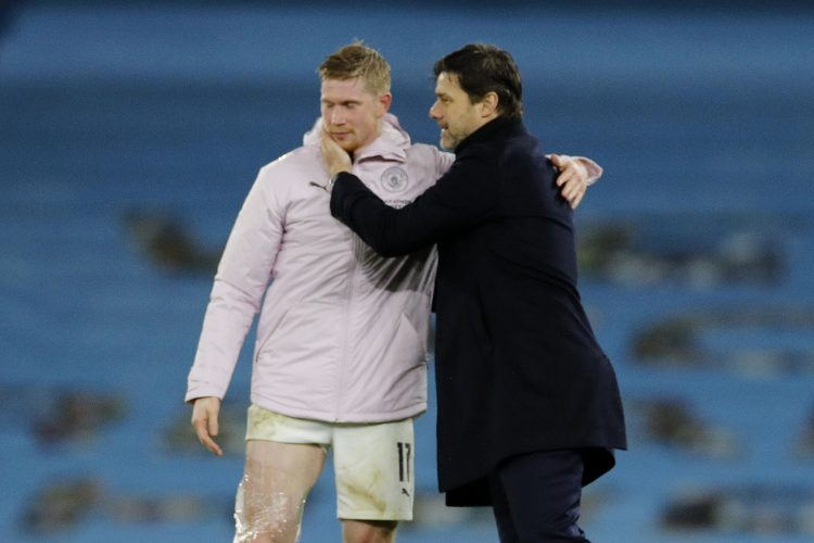Manchester City's Kevin De Bruyne with Paris St Germain coach Mauricio Pochettino after the match De Brujne Poketino