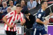 Arsenal manager Mikel Arteta looks dejected